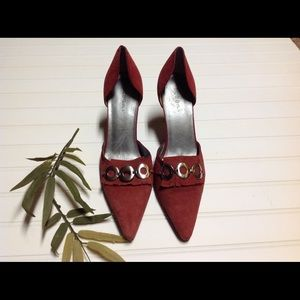 Shoes - Gorgeous red pumps!